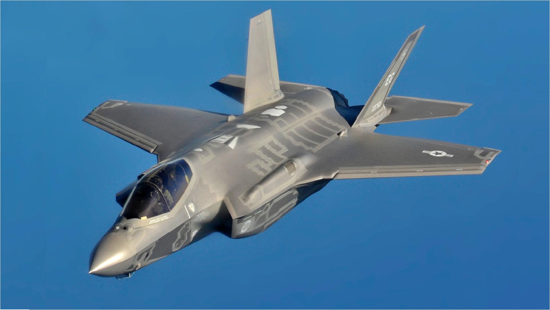 F-35_flight_wide
